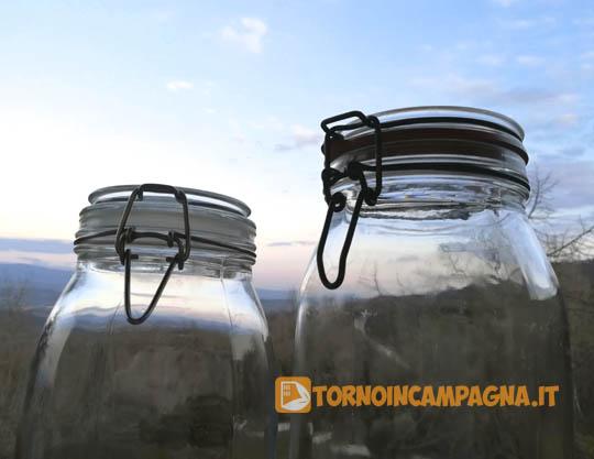 Barattolo in vetro con cerniera metallica