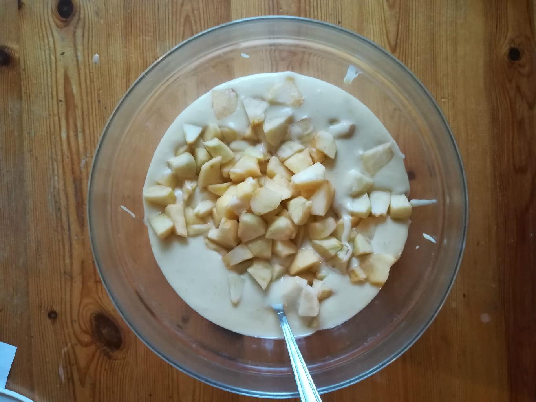 Le mele sull'impasto.
