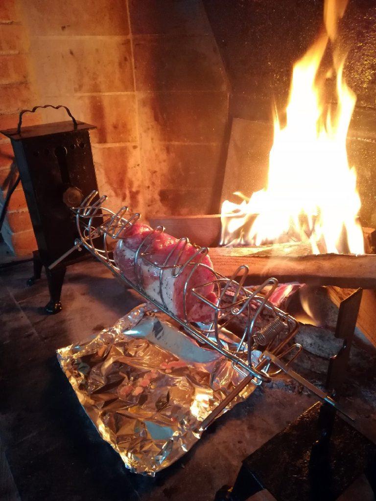 Uno splendido pezzo di arista di maiale cotto lentamente.