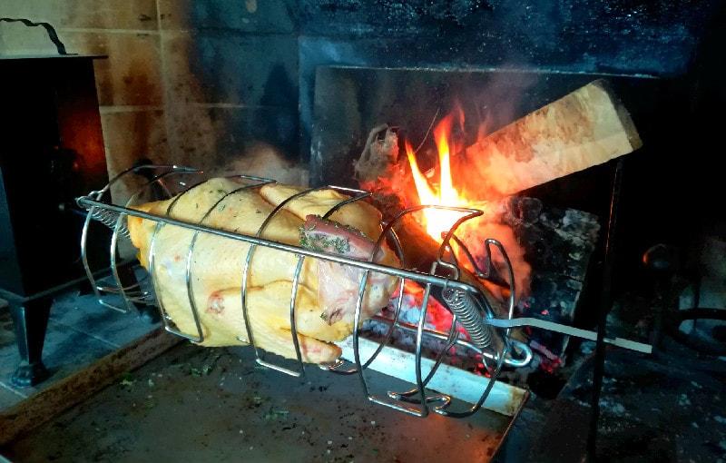 Pollo allo spiedo, allevato e cucinato a metri zero.