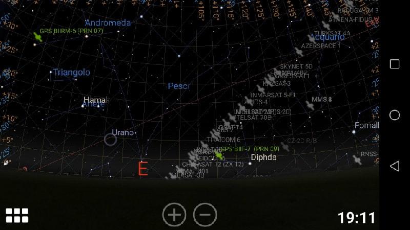 La schermata con i satelliti artificiali.